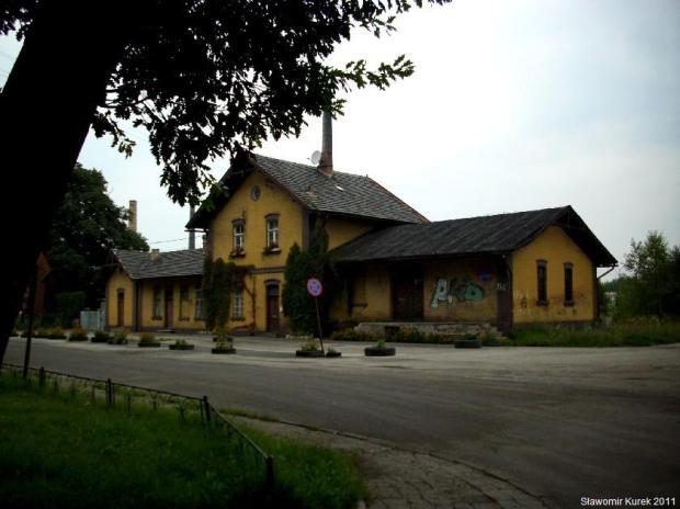 Ładny budynek stacji w Gozdnicy
