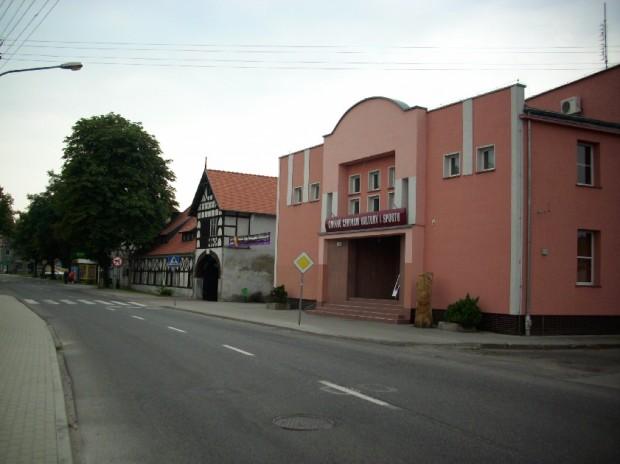 dom kultury i zabytkowy budynek