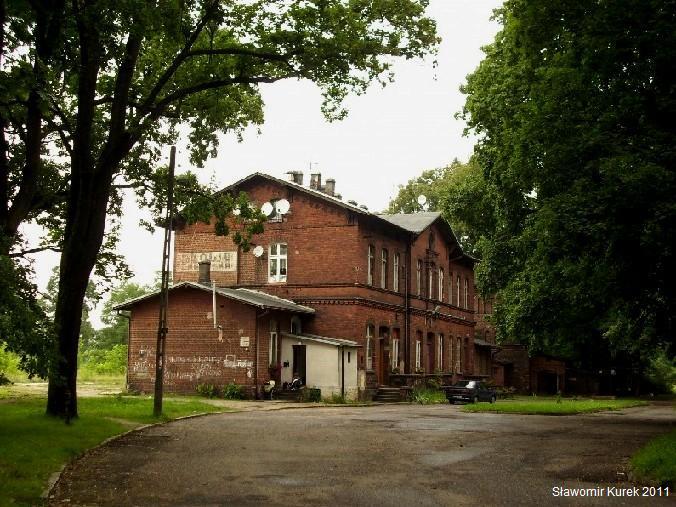 Stacja kolejowa w Iłowej od ulicy