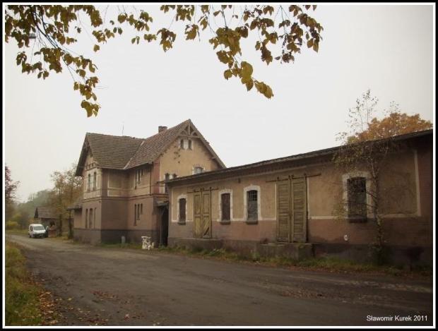 Nowogród - stacja od ulicy