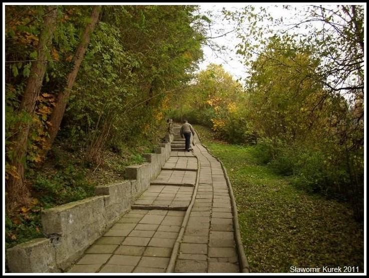 Nowogród - schody do Krzystkowic