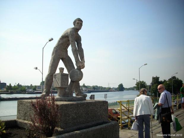 Pomnik nastawniczego
