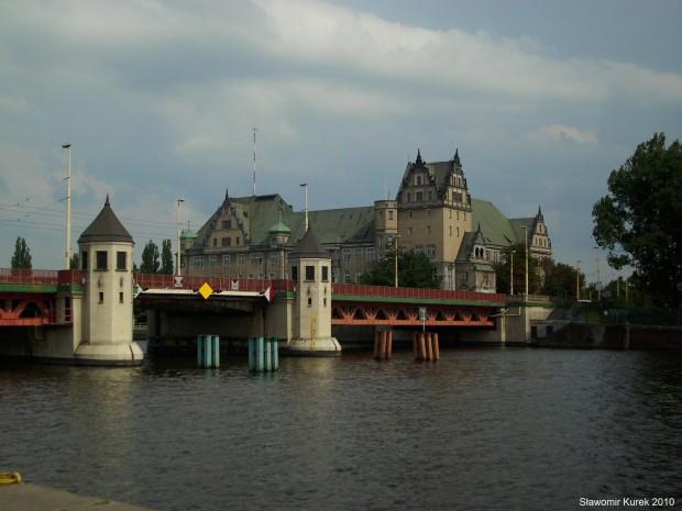Most Długi i Urząd Celny