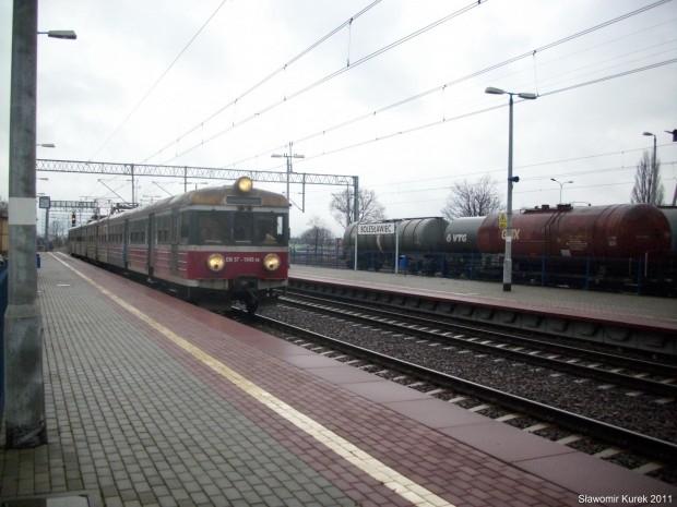 EN57-1045