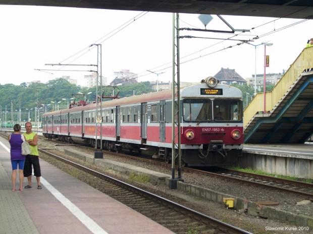 EN57-1953 na stacji Szczecin Główny