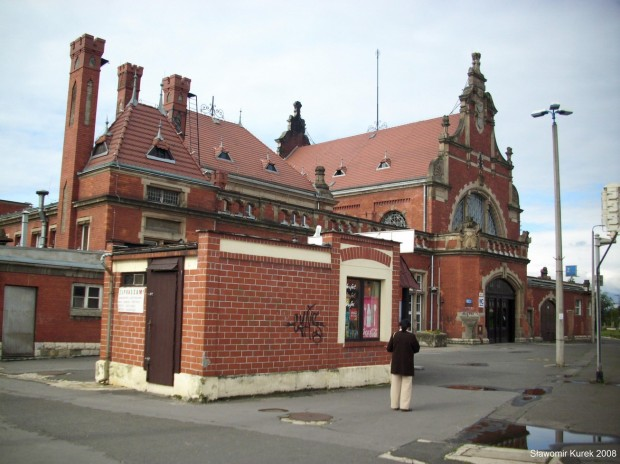 Opole budynek między peronami